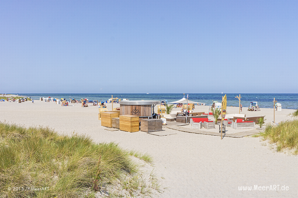 Beach Lounge am Strand in Heiligenhafen // Foto: MeerART