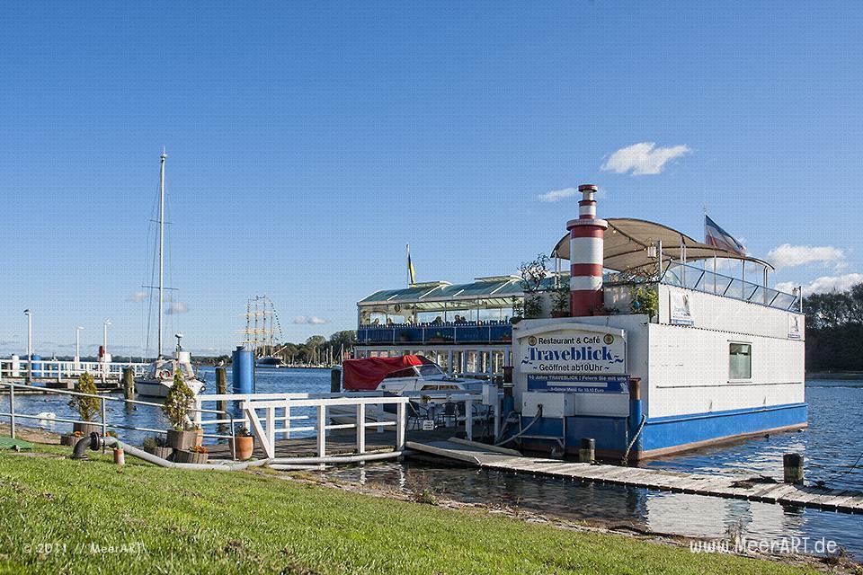 """Das Restaurant """"Traveblick"""" im Hafen von Travemünde // Foto: MeerART"""