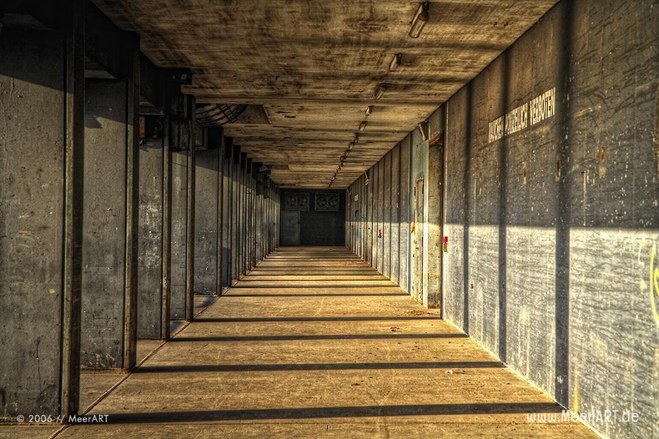 """Korridor des alten """"Kaispeichers A"""" auf dem die Elbphilharmonie aufgebaut wurde // Foto: MeerART"""