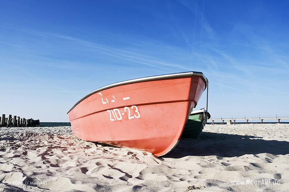 Boote am Strand an der Ostseeküste bei Zingst // Foto: MeerART