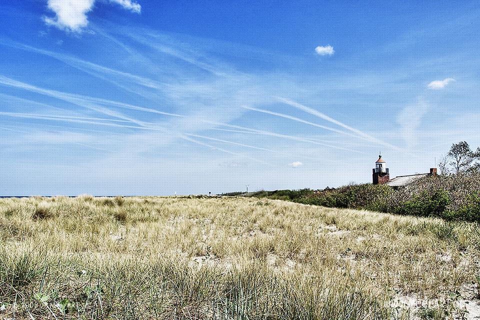 Leuchtturm an der Ostseeküste bei Wustrow // Foto: MeerART