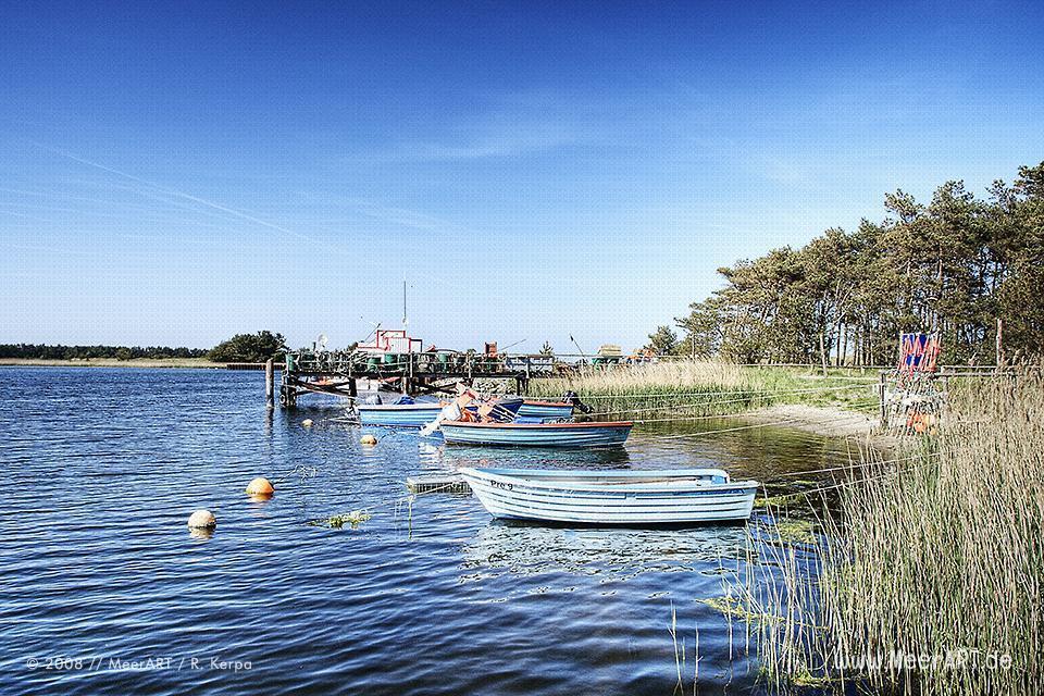 Fischerboote in einem kleinen Hafen bei Prerow // Foto: R. Kerpa