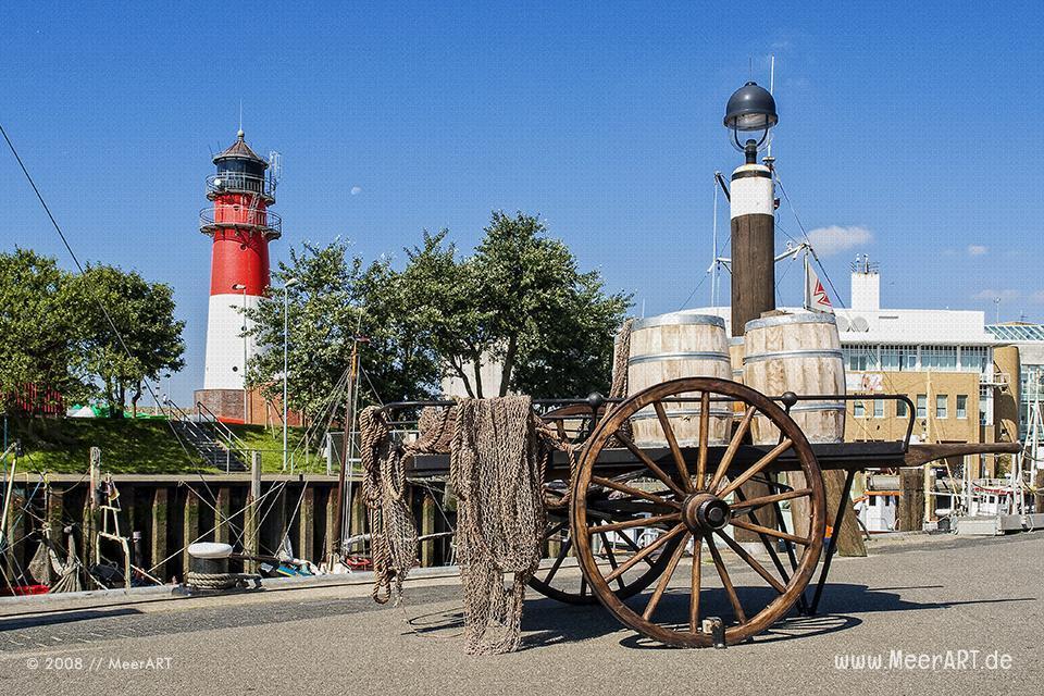 Alter Holzkarren im Hafen // Foto: MeerART
