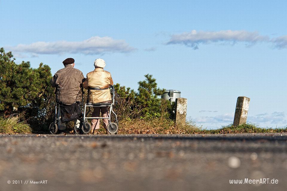 Seniorenpaar an der Ostsee // Foto: MeerART