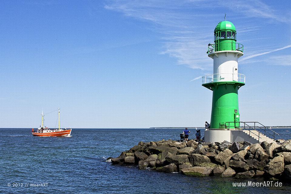 Kutter und Leuchtturm // Foto: MeerART