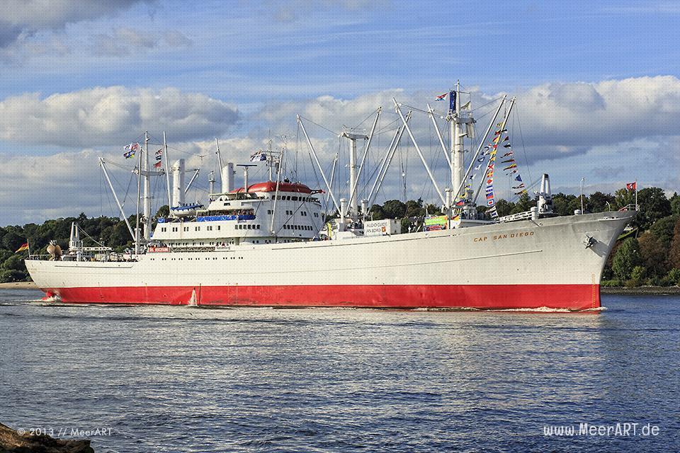 """Die """"Cap San Diego"""" beim Einlaufen in den Hamburger Hafen // Foto: MeerART"""