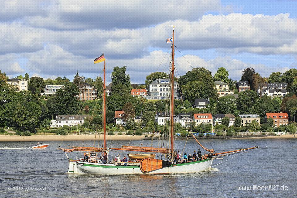 """Ein Frachtsegler """"Johanna"""" auf der Elbe bei Övelgönne // Foto: MeerART"""