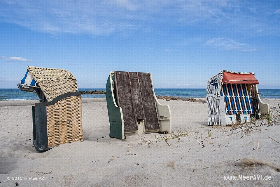 """Strandkörbe am Strand vom """"Ostseebad Kalifornien"""" unweit vom Schöneberger Strand // Foto: MeerART"""