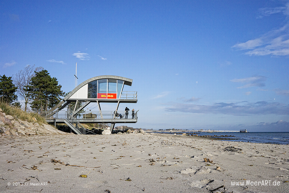 DLRG-Rettungsturm am Strand in Kellenhusen // Foto: MeerART