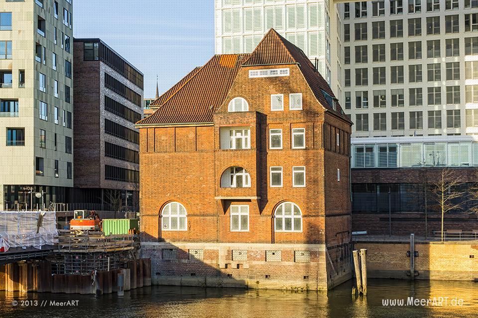 HafenCity: Altes Zollhaus im Quartier Brooktorkai/Ericus // Foto: MeerART