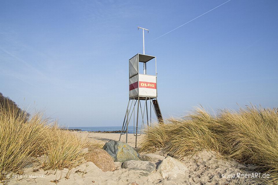 DLRG-Rettungsturm an der Ostsee in Bliesdorf // Foto: MeerART