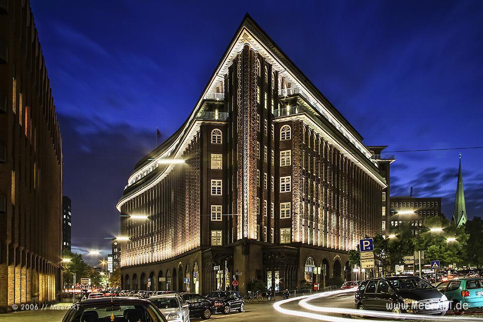 Hamburg bei Nacht - Das Chilehaus (Architekt: Fritz Hoeger) // Foto: MeerART