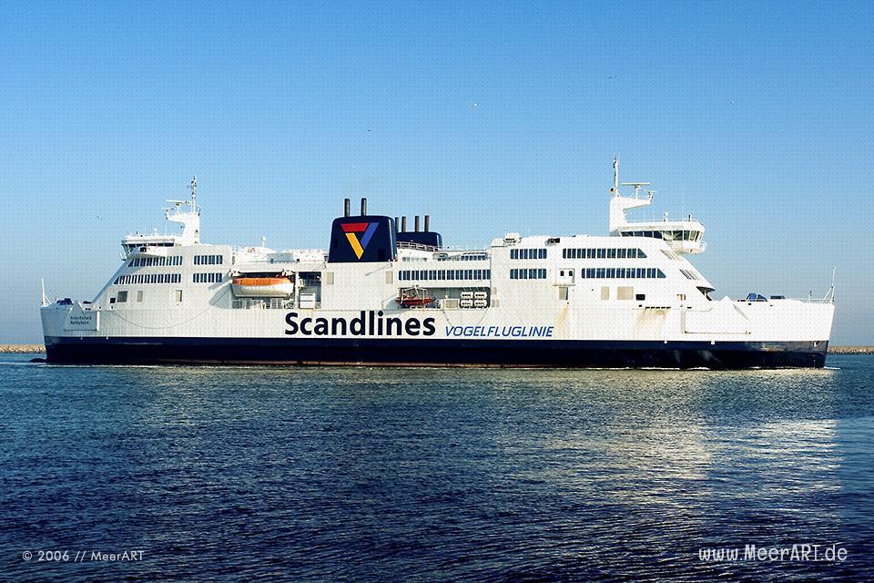 Fährschiff der Scandlines auf der Ostsee vor Puttgarden // Foto: MeerART