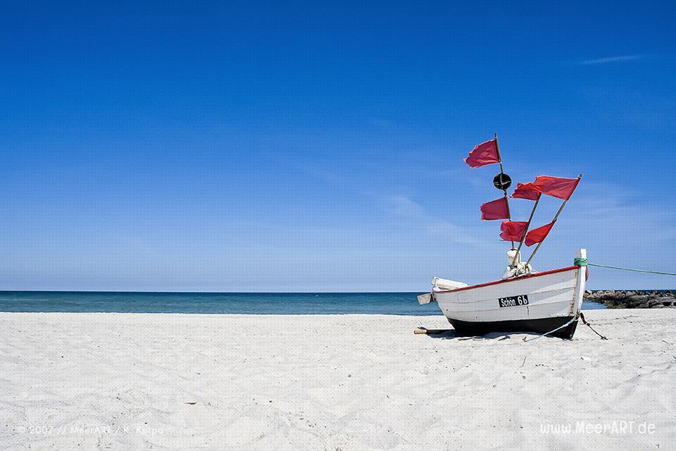 """Das Fischerboot """"SCHÖN 6B"""" am Strand von Schönberg/Kalifornien // Foto: R. Kerpa"""