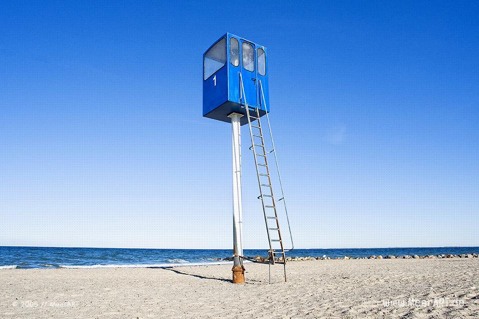 Rettungsturm am Strand von Heiligenhafen // Foto: MeerART