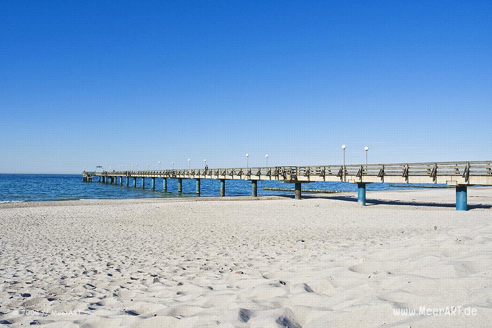 Seebrücke am Strand in Heiligendamm // Foto: MeerART