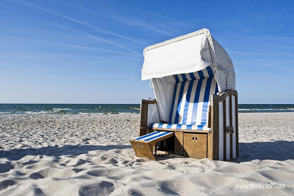 Strandkorb am Strand bei Zingst // Foto: MeerART