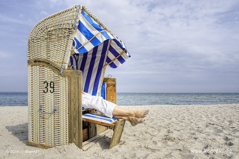 Erholung im Strandkorb an der Ostsee // Foto: MeerART