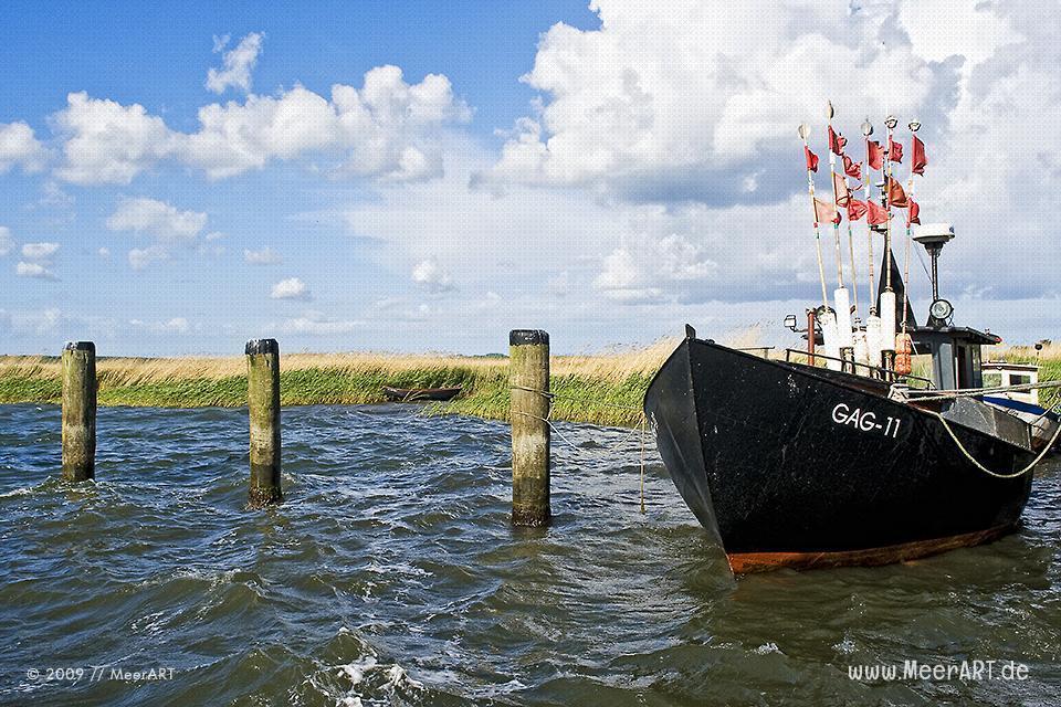 Fischerboot im Hafen von Gager // Foto: MeerART