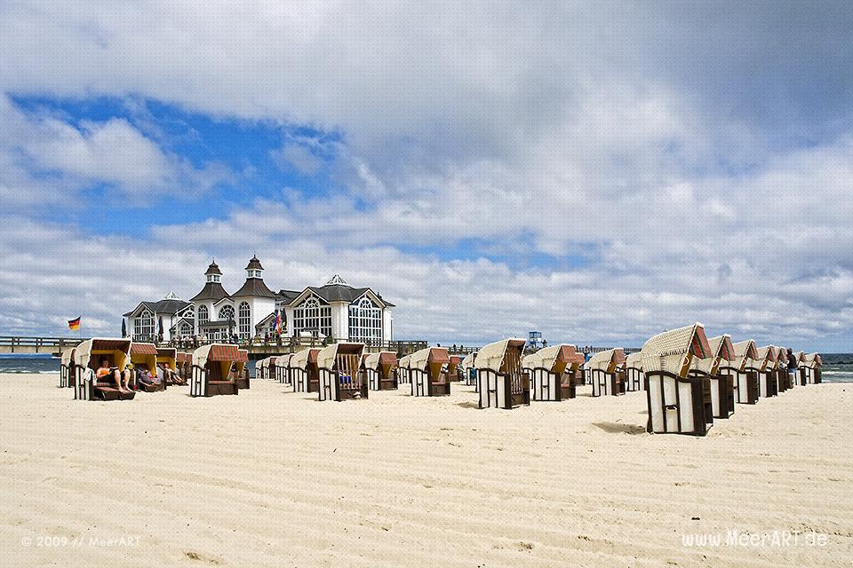 Strandkörbe vor der Seebrücke in Sellin // Foto: MeerART