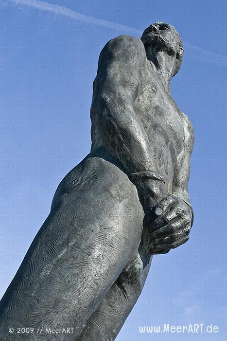 Störtebeker-Denkmal von Hansjörg Wagner auf dem Grasbrook in Hamburg // Foto: MeerART