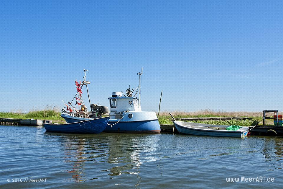 Fischerboote an der Ostsee in dem kleinen Hafen von Devin // Foto: MeerART