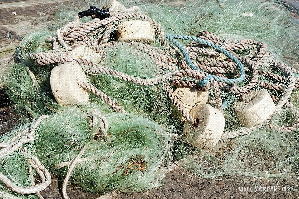 Fischernetz auf einer Palette // Foto: MeerART