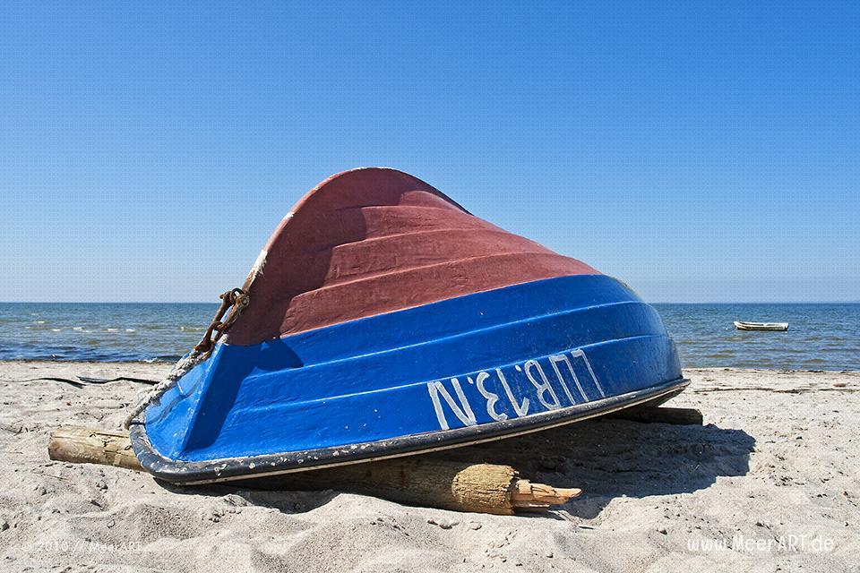 Fischerboot am Strand von Lubmin // Foto: MeerART