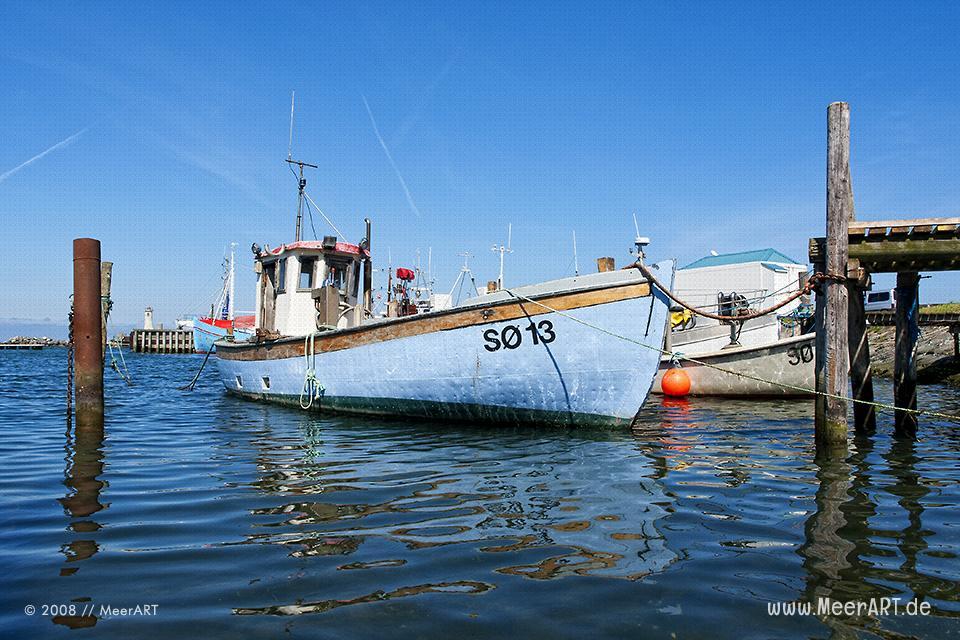 Fischerboote im Hafen von Mommark // Foto: MeerART