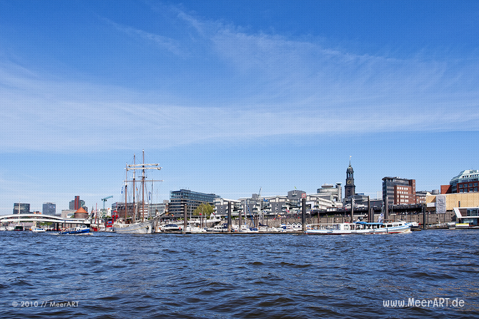 Schiffsanleger im Hamburger Hafen // Foto: MeerART