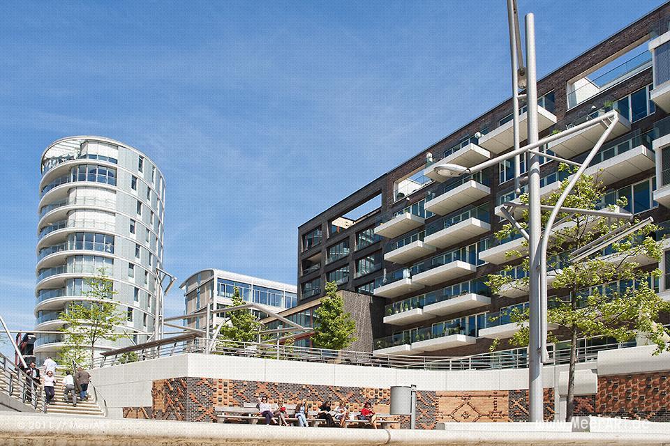 Moderne Architektur in der HafenCity von Hamburg // Foto: MeerART