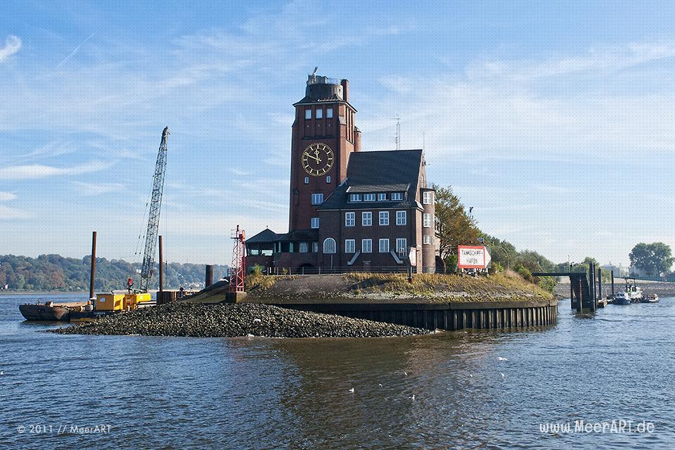 """Das Lotsenhaus """"Seemannshöft"""" an der Elbe in Finkenwerder // Foto: MeerART"""