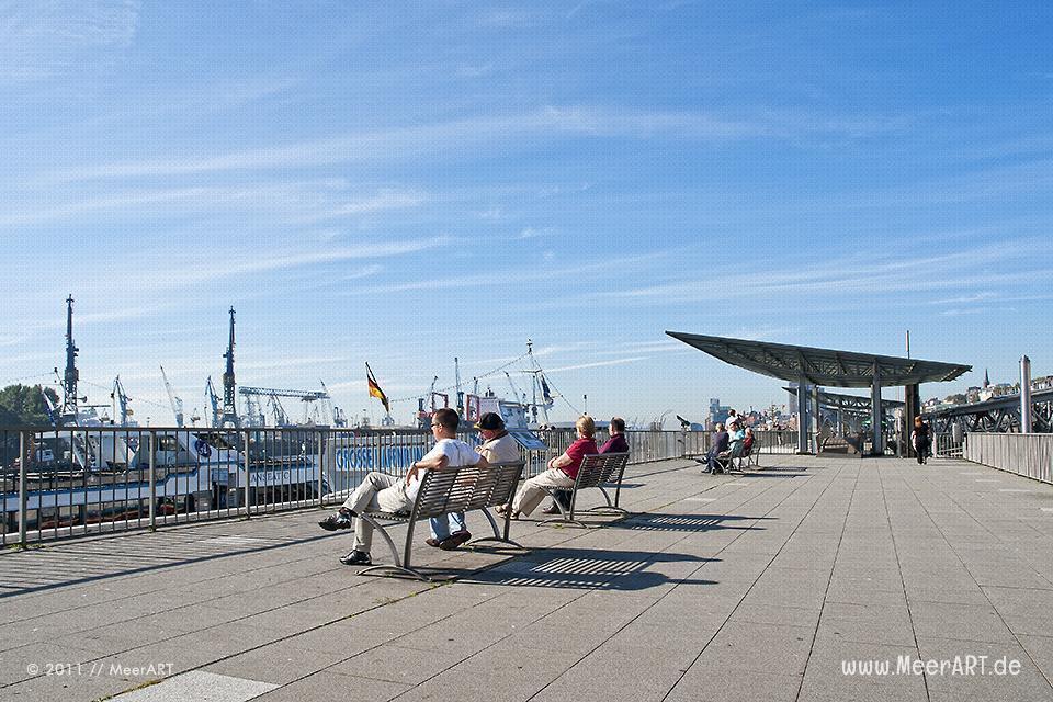 Die St. Pauli Landungsbrücken im Hamburger Hafen // Foto: MeerART
