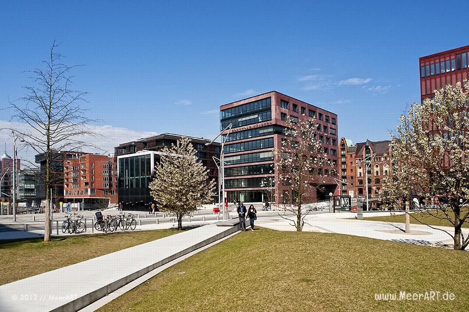 Moderne Büro- und Geschäftsgebäude in der Hafencity von Hamburg // Foto: MeerART