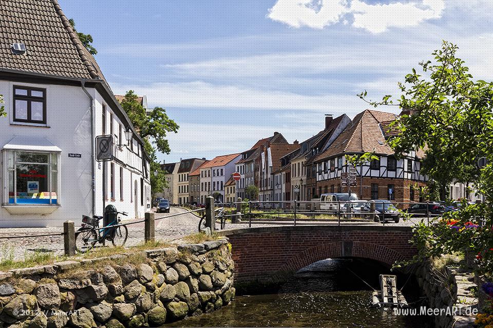 Wohnhäuser an der Frischen Grube in der Altstadt von Wismar // Foto: MeerART