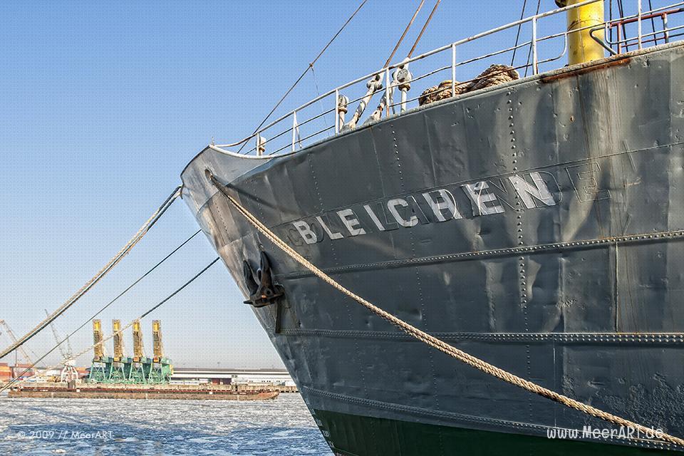 """Der Stückgutfrachter und maritimes Kulturdenkmal """"MS BLEICHEN"""" an seinem Liegeplatz im Hansahafen in Hamburg // Foto: MeerART"""