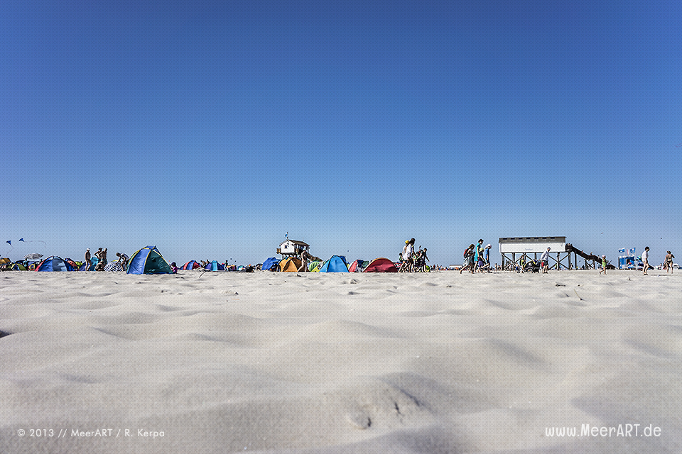Badegäste am Strand von St. Peter-Ording // Foto: R. Kerpa