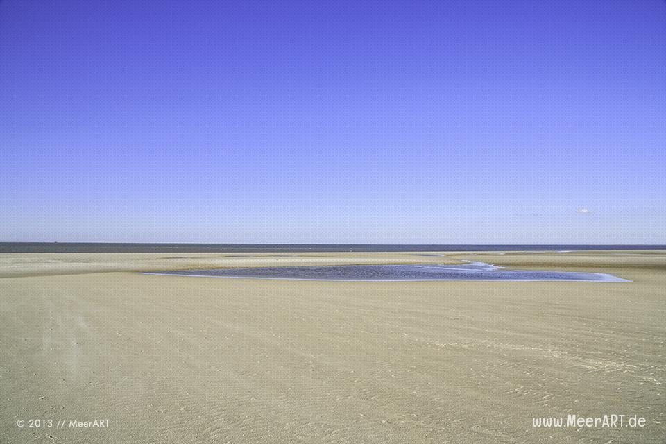 Blick auf die Nordsee von Strand in Westerhever ab ablaufenden Wasser // Foto: MeerART