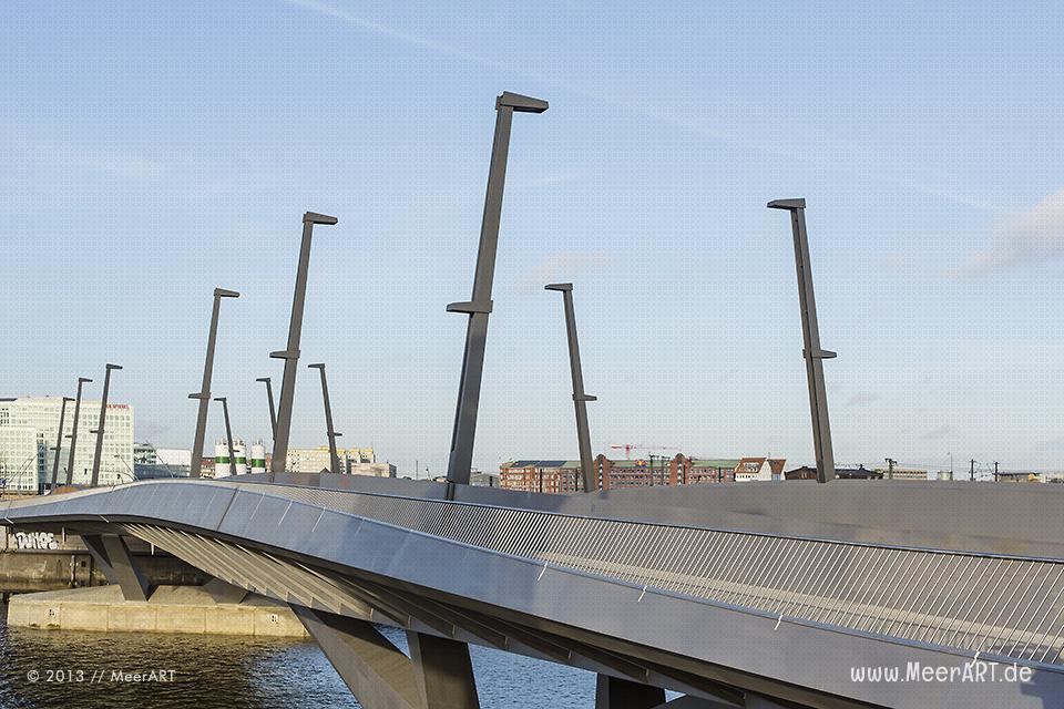Die Baakenhafenbrücke in der HafenCity von Hamburg // Foto: MeerART