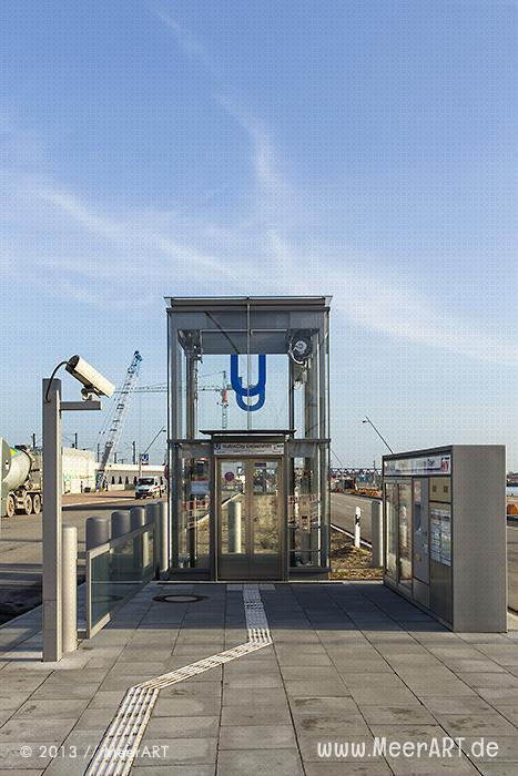 Zugang zur U-Bahnstation HafenCity Universität // Foto: MeerART