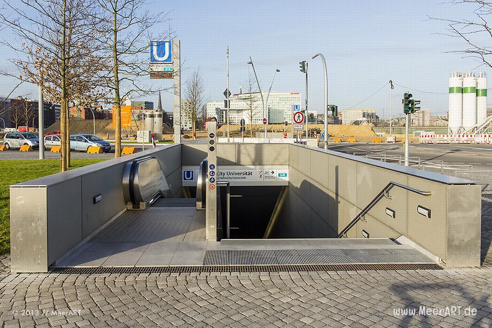 Zugang zur U-Bahnstation HafenCity Universität am Baakenhafen in der HafenCity Hamburg // Foto: MeerART