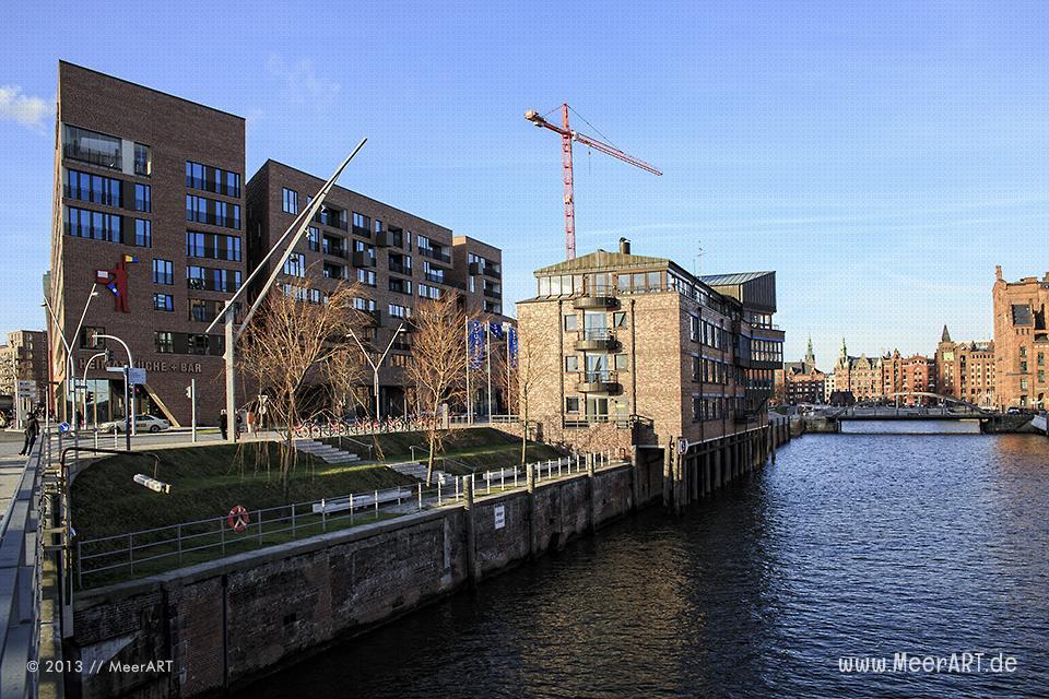 Geschäftsgebäude und das 25hours Hotel am Brooktorhafen in der HafenCity von Hamburg // Foto: MeerART