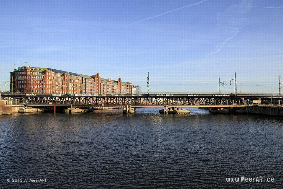 Blick auf die Oberhafenbrücke im Quartier Oberhafen in der HafenCity Hamburg // Foto: MeerART