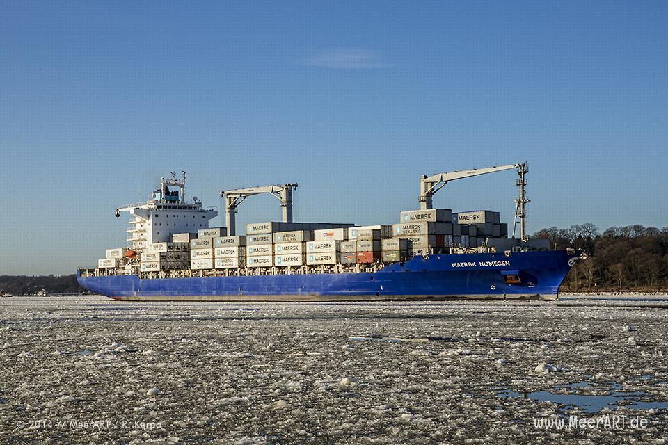 """Das Containerschiff """"MAERSK NIJMEGEN"""" läuft am 02.02.2014 in den Hamburger Hafen ein // Foto: R. Kerpa"""