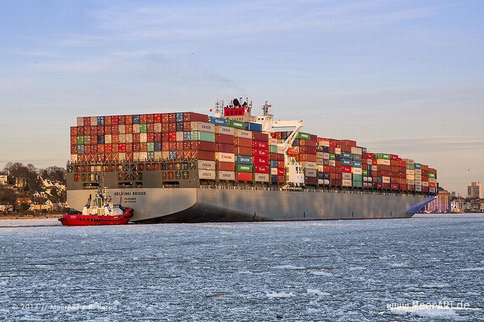 """Das Containerschiff """"HELSINKI BRIDGE"""" läuft am 02.02.2014 in den Hamburger Hafen ein // Foto: R. Kerpa"""