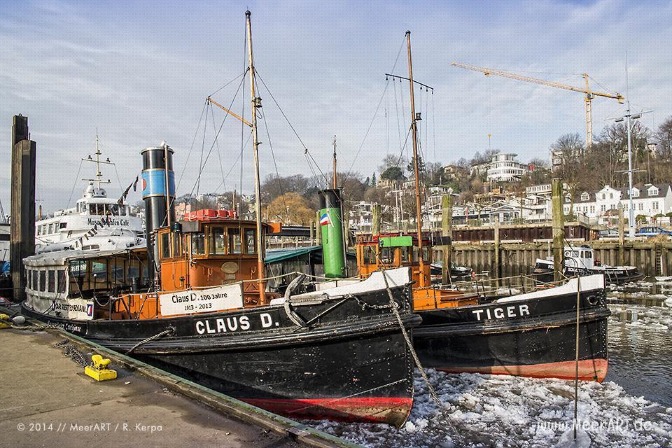 """Die Hafen-Dampfschlepper """"Claus D."""" (1913) und """"Tiger"""" (1910) im Museumshafen von Oevelgönne // Foto: R. Kerpa"""