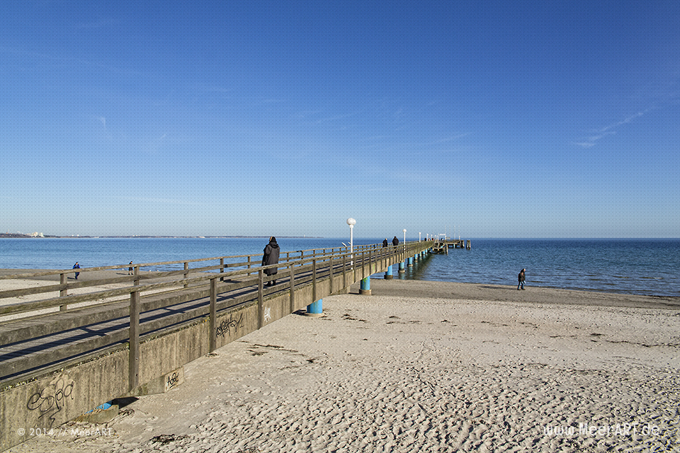 Seebrücke an der Ostseeküste am Strand in Scharbeutz // Foto: MeerART