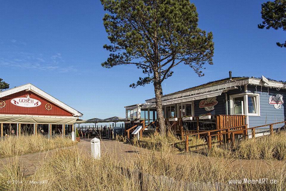 Restaurants an einem schönen Wintertag auf der Strandpromenade in Scharbeutz // Foto: MeerART