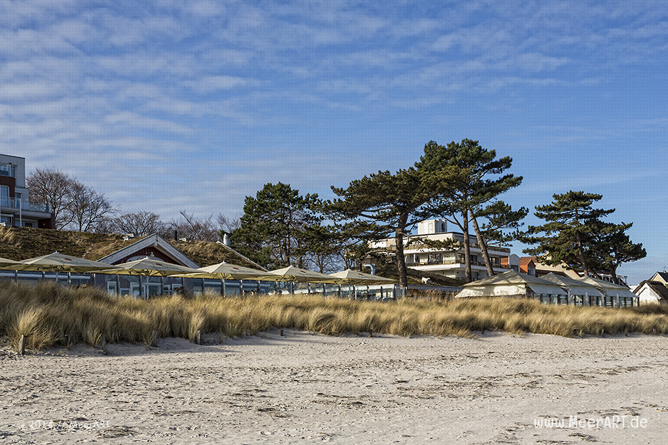 Restaurants an der Strandpromenade von Scharbeutz // Foto: MeerART