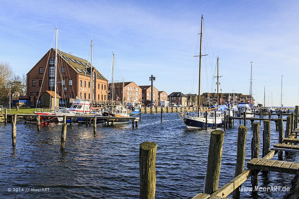 Segel- und Motorboote liegen im Winter 2014 im Hafen von Orth // Foto: MeerART
